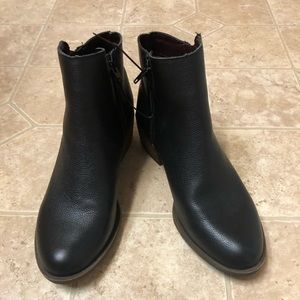 New KENSIE black boots size 8 zipper sides